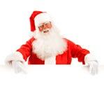 Santa Claus Holding um espaço de propaganda Fotografia de Stock Royalty Free