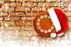 Santa Claus-Hut auf der Nacht des neuen Jahres Lizenzfreie Stockfotos