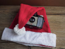Santa Claus-Hut mit Kamera Stockfotografie