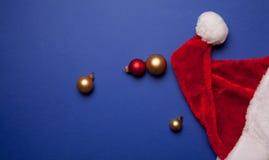 Santa Claus-Hut- und -weihnachtsflitter Stockbilder