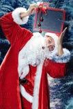 Santa Claus i jul för en vinterskog och det nya året semestrar Royaltyfria Bilder