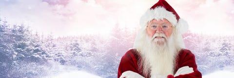 Santa Claus i vinter med vikta armar Royaltyfri Bild