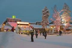 Santa Claus kontor i Rovaniemi som är i Finland i Lapland på Arkivfoto