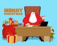 Santa Claus kontor Jularbete Skrivbord- och stolframstickande morfar Royaltyfri Bild