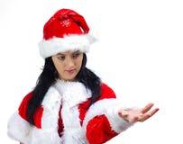 Santa Claus kvinna som annonserar med den öppna handen royaltyfri foto