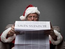 Santa Claus läs- ekonominyheter Arkivbild