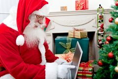 Santa Claus with a laptop Royalty Free Stock Photography