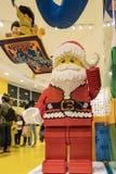 Santa Claus-lego Statue im berühmten im Stadtzentrum gelegenen Disney-Bezirk, Stockfotografie
