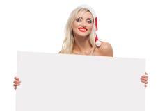 Santa Claus-Mädchen hinter weißem Brett lizenzfreie stockfotografie