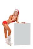 Santa Claus-Mädchen nahe einem weißen Brett lizenzfreie stockfotografie