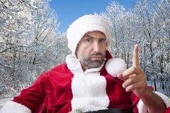 Santa Claus mala en la nieve Fotos de archivo libres de regalías