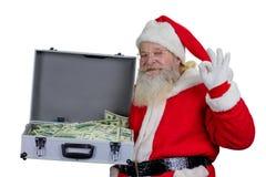 Santa Claus med det öppna fallet som är fullt av pengar Fotografering för Bildbyråer