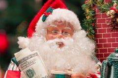 Santa Claus med 100 dollar Arkivfoton