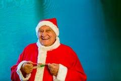 Santa Claus med en måttband arkivfoto
