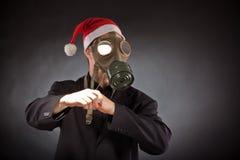 Santa Claus med gasmasken Arkivbild