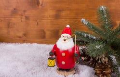 Santa Claus med lampan och snö Royaltyfria Bilder