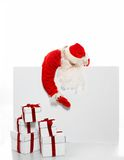 Santa Claus med många gåvaaskar Arkivfoto