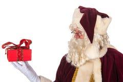 Santa Claus med presenten Arkivbild