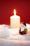 Santa Claus met het branden van kaarsen Stock Foto