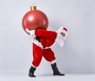 Santa Claus met Kerstmissnuisterij Stock Foto's