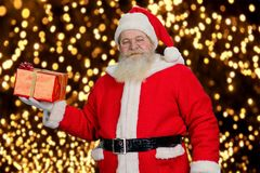 Santa Claus met rode giftdoos Royalty-vrije Stock Foto
