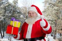 Santa Claus met stelt in openlucht voor Royalty-vrije Stock Afbeelding