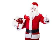 Santa Claus mit dem Geschenk, das auf Weiß lokalisiert aufwirft Lizenzfreies Stockfoto