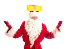 Santa Claus mit Geschenk auf seinem Kopf Lizenzfreies Stockbild
