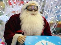 Santa Claus mit Gläsern Weihnachten Stockfotos