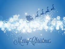 Santa Claus mit Ren auf einem schneebedeckten Hintergrund Lizenzfreies Stockbild