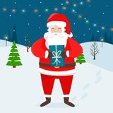 Santa Claus mit Weihnachtsgeschenk und Winterlandschaft Lizenzfreies Stockbild