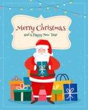 Santa Claus mit Weihnachtsgeschenk und Winterlandschaft Stockbild