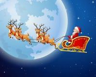 Santa Claus monta el trineo del reno contra un fondo de la Luna Llena Imagen de archivo libre de regalías