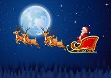 Santa Claus monta el vuelo del trineo del reno en el cielo Foto de archivo libre de regalías