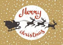 Santa Claus monte dans un traîneau dans le harnais sur les rennes Images stock