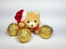 Santa Claus nallebjörn med den guld- bollen Royaltyfri Fotografi