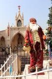 Santa Claus near montering Mary Church Arkivfoto