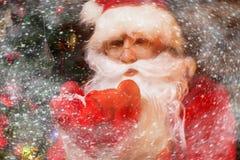 Santa Claus no interior home de madeira foto de stock royalty free