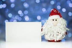Santa Claus o padre Frost con la tarjeta en blanco blanca Foto de archivo
