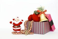 Santa Claus och ask mycket av gåvan Royaltyfri Foto