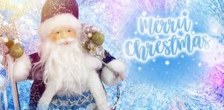 Santa Claus och för inskrift glad jul för ferieinbjudningar och hälsningkort Xmas-affisch-, baner-, plakat- eller korttempl royaltyfri bild