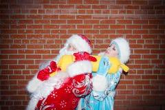 Santa Claus och miss Santa Claus arkivfoton