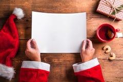 Santa Claus och wishlist Royaltyfri Foto