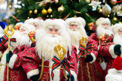 Santa Claus op een achtergrond van bomen Royalty-vrije Stock Foto