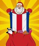 Santa Claus ottiene la bandiera nazionale di Costa Rica dalla borsa con i giocattoli nello stile di Pop art Illustrazione del nuo illustrazione di stock