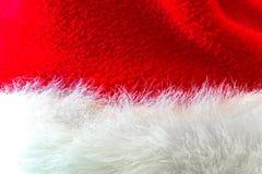 Santa Claus ou chapeau rouge de Noël sur le fond blanc Images stock