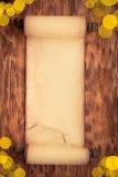 Santa Claus papperssnirkel på trä Royaltyfria Foton