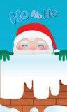 Santa Claus porte le rouge s'élevait sur la cheminée pour Noël Photo stock