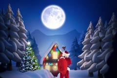 Santa Claus pozycja na zewnątrz domu Zdjęcie Stock