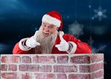 Santa Claus pozycja wśrodku kominu Fotografia Royalty Free